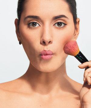 model-brushing-makeup_300