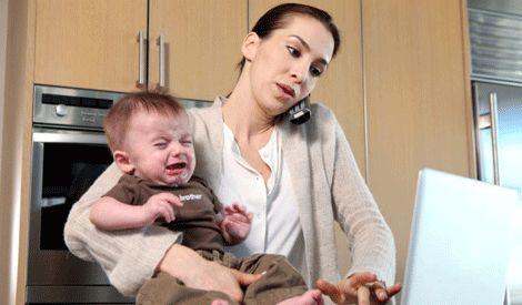 470+Getty+drukke+vrouw+moeder+baby+kind+werken+baan
