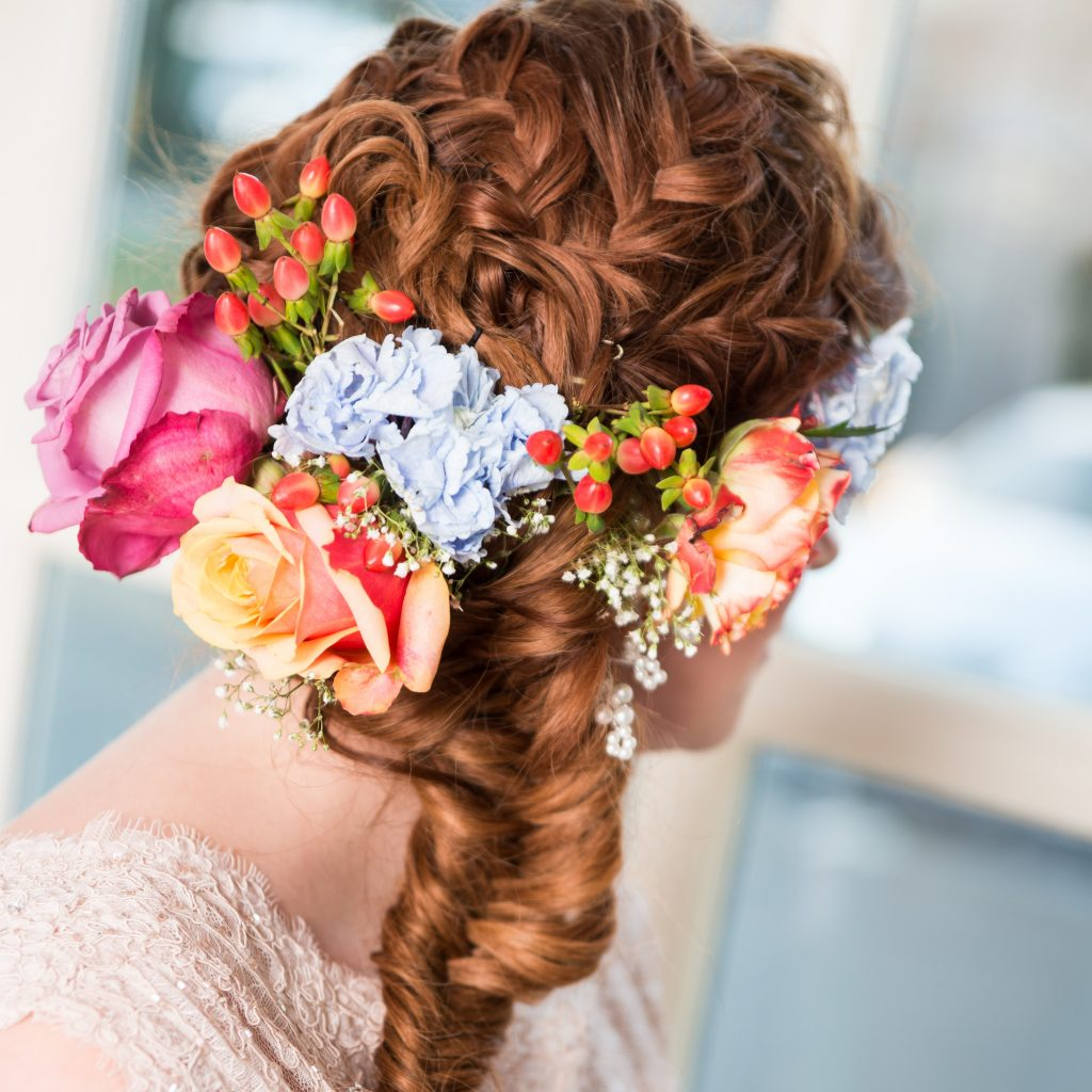 POPpictures-masterclass hairstyling verse bloemen in bruidskapsel- vlecht bruidskapsel