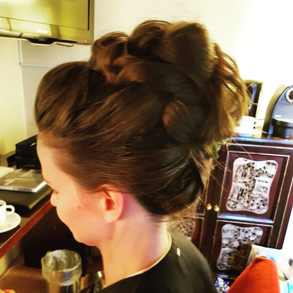 hoge knot, high bun