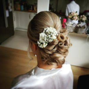 bloemen in bruidskapsel