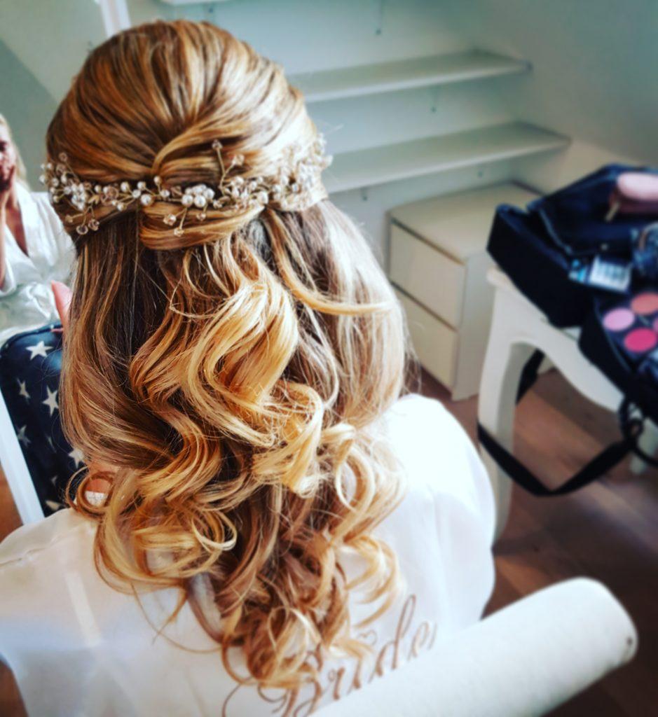 half opgestoken bruidskapsel